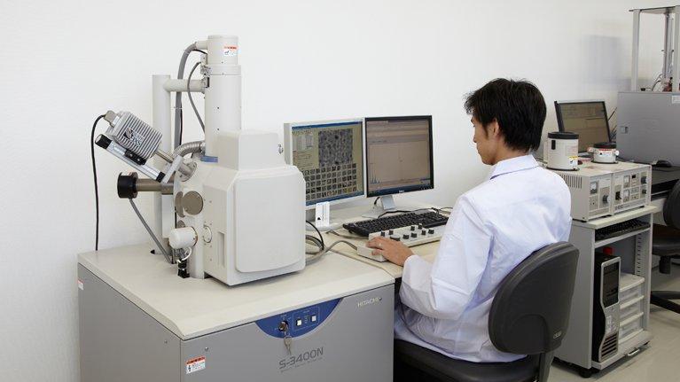 当社では必ず電子顕微鏡(SEM-EDX)を用いて分析を行っています